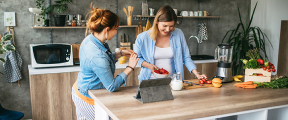 Barbara hanteert de andersom-opschepmethode in de keuken.